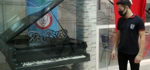 (Özel) Atatürk'e hediye edilen piyanoya, Erzincan Lisesi ev sahipliği yapıyor
