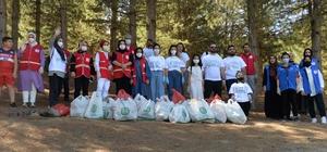 Bingöl'de gönüllüler çevre temizliği yaptı
