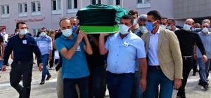 Korona virüsten hayatını kaybeden doktor hastaneden törenle uğurlandı Korona virüse yenilen doktorun meslektaşları ve yakınları gözyaşlarını tutamadı