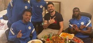 Çaykur Rizespor oyuncularının kebap ziyafeti Lebogang Phiri'nin şalgam suyu içerken verdiği tepki güldürdü