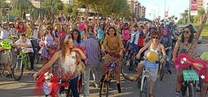 Farkındalık için topuklu ayakkabılarıyla pedal çevirdiler Süslü kadınlar, bisikletleriyle Bursa'ya renk kattı