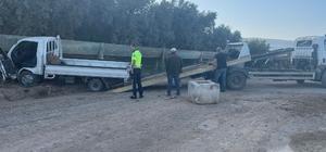 Bursa'da kontrolden çıkan kamyonet sulama kanalına çarptı