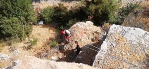 2 gündür kayalıklarda mahsur kalan keçiler kurtarıldı