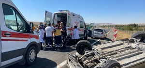 Direksiyon hakimiyetini kaybeden araç takla attı: 4 yaralı