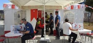 Anonsu duyan polisler kan bağışı için çadıra koştu