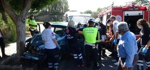 Seyir halindeyken sara krizi geçirdi, ağaca çarpıp yaralandı Araç içinde sıkışan sürücü itfaiye ekipleri tarafından çıkartıldı