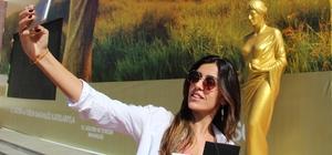 Antalya Altın Portakal Film Festivali için 58 Venüs heykeli yerini aldı 2-9 Ekim tarihleri arasındaki festival sebebiyle şehir Venüs heykelleriyle süslendi