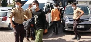 Bekçiler kamyonet kasasında 78 kaçak göçmen yakaladı