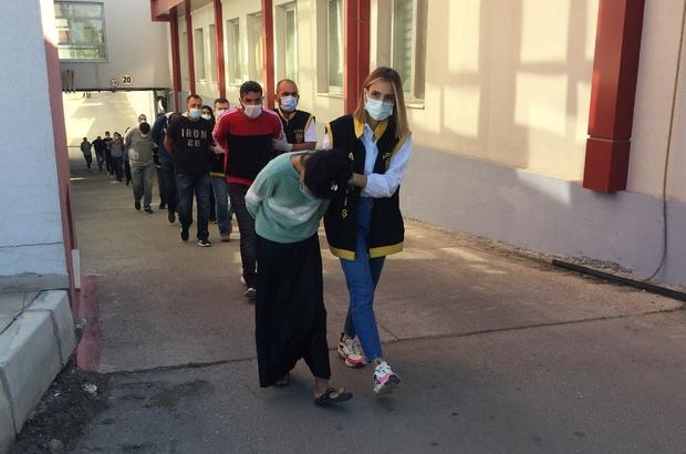 Adana'da 600 bin liralık hırsızlık yapan çeteye şafak operasyonu adana'da  63 ayrı hırsızlık olayına karışarak 600 bin lira değerinde altın,  motosiklet, ev aletleri çaldığı öne sürülen 17 zanlı tutuklandı yapılan  operasyonda zanlıların