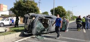 Önce otomobile ardından refüje çarptı: 5 yaralı