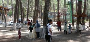 Hatay'daki tesisi 5 ayda 20 bin ziyaretçiyi ağırladı Yayladağı ilçesinde macera park, tırmanma duvarı, restoran, çadır kamp alanı, tandır, paintball sahası, mini gölet, serbest piknik alanı bulunan Devrent Sosyal Tesisleri yaz sezonunda boş kalmadı