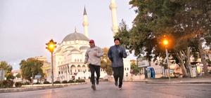 10 yıldır 17 kilometre koşuyorlar