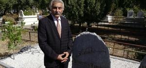 Şair-Yazar Bahaettin Karakoç mezarı başında dualarla anıldı