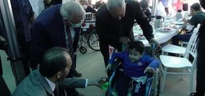 100 engellinin yüzü tekerlekli sandalye ile güldü Engellilere teslim edilen her bir tekerlekli sandalyeye Kahramanmaraşlı şehitlerin isimleri verildi