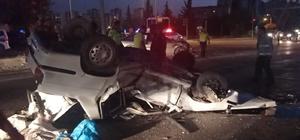 Kırmızı ışık ihlali kazaya neden oldu: 2 yaralı Kırmızı ışıkta geçen otomobil, başka bir araçla çarpışıp takla attı