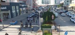 Adana'da pedallar sağlıklı yaşam için çevrildi