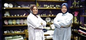 İki ev hanımı, köy evini atölyeye çevirdi, dünyaya bu ürünleri pazarlıyor Tamamı el işçiliği, Türk motifinin örneklerini taşıyan ürünleri internet üzerinden dünyaya pazarlıyorlar