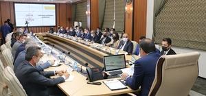 Ayhan, ilçe milli eğitim müdürleriyle buluştu Sivas Valisi Salih Ayhan;  2021-2022 Eğitim-Öğretim Yılı Değerlendirme Toplantısında ilçe milli eğitim müdürleri ile bir araya geldi