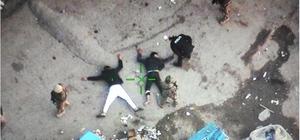Cono mahallesine bin polisle yapılan baskında 12 zanlı gözaltına alındı Adana'da Cono Aşireti olarak bilinen grubun kümelendiği mahalleye şafak vakti özel harekat polislerinin de desteği ile yapılan operasyonda ruhsatsız silahlar, uyuşturucu ve nakit para ele geçirildi