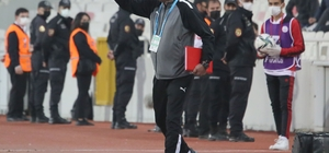 Sivasspor Yardımcı Antrenörü Bülent Albayrak, maçta kırmızı kart gördü