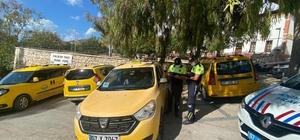 Antalya'da jandarma ticari taksileri denetledi