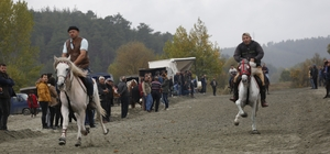 Tarihi yarışlar için binlerce kişi Orhaneli'ne akın etti
