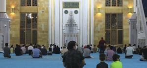 Antalya'da Mevlit Kandili camilerde dualarla idrak edildi