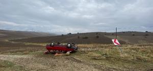 Amasya'da otomobil şarampole yuvarlandı: 2 yaralı