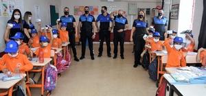 Adana'da polisler, çocuklara polisliği tanıttı