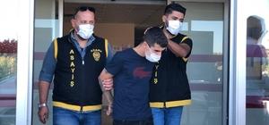 Uyuşturucuya alıştıran ağabeyini birlikte tatlı yiyip öldürmüş Adana'da evinde ölü bulunan Muzaffer Aktağlı'nın kardeşi tarafından öldürüldüğü ortaya çıktı Kendisini uyuşturucuya alıştırdığı için tartıştığı ağabeyini öldürdüğü ileri sürülen kardeş tutuklandı