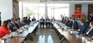 Başkan Yüksel okul müdürleri ile bir araya geldi