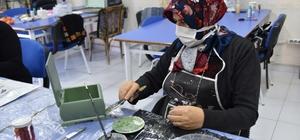 Yunusemre'de kadınlar ahşaba hayat veriyor