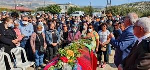 Halk Müziği Sanatçısı Musa Eroğlu'nun eşi Mersin'de toprağa verildi Törende Erdal Erzincanlı'nın da aralarında bulunduğu bazı sanatçılar, bağlama çalıp deyiş söylediler