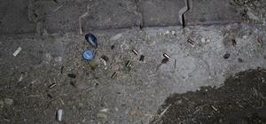 Antalya'da sokak düğünü değil savaş yeri Sokak düğününde havaya tabanca ve tüfekle ateş eden 2 şüpheliden 1'i, güçlükle gözaltına alındı Düğün yarıda kalırken, yerde şok sayıda alkol şişesi, fişek kartuşu ve mermi çekirdeği olduğu görüldü Polise mukavemetin ardından yüzlerce polis, düğün yerine geldi