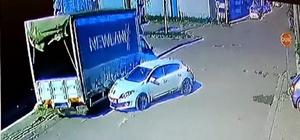 Otomobil 2 araca çarptı, o anlar kameraya yansıdı